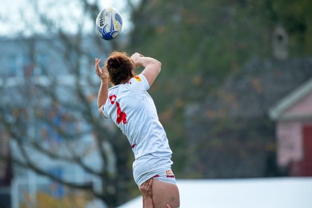 « Il faut avouer que le développement du rugby féminin va dans le bon sens. Le format actuel des compétitions internationales aide de manière intelligente à l'évolution de nos équipes nationales, surtout dans un contexte où – pour les joueuses – un match avec l'Équipe de Suisse s'avère être d'autant plus important que les matches disputés en club », note la capitaine Nicole Gerber-Imsand (4). © leMultimedia.info / Oreste Di Cristino [Yverdon-les-Bains]